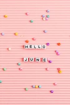 Hola junio perlas palabra tipografía en rosa