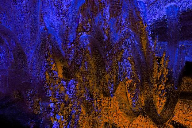 Holi azul y naranja coloreado con diseño en zig zag.