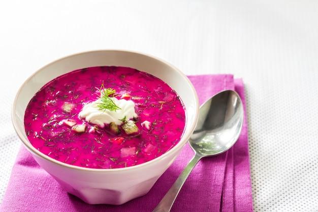 Holodnik - sopa de remolacha fría lituana tradicional