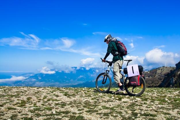 Hombre andar en bicicleta
