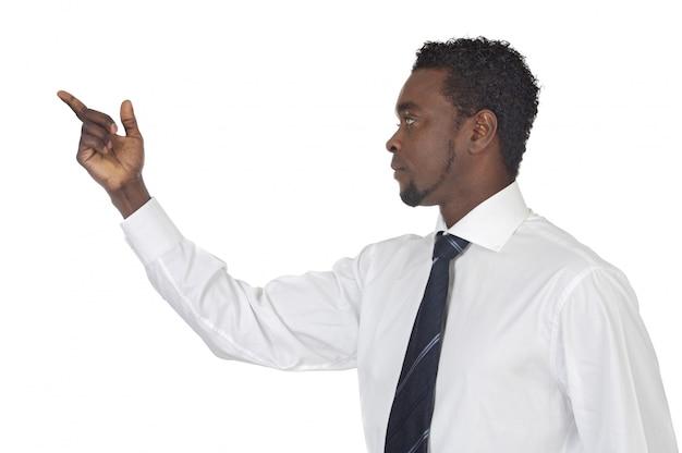 Hombre apuntando a nada aislado en blanco