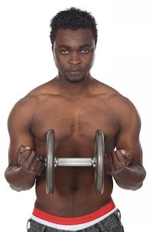 Hombre del atleta que levanta un peso del gimnasio sobre el fondo blanco