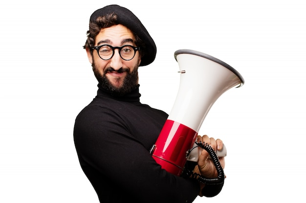 Hombre con boina sujetando un megáfono