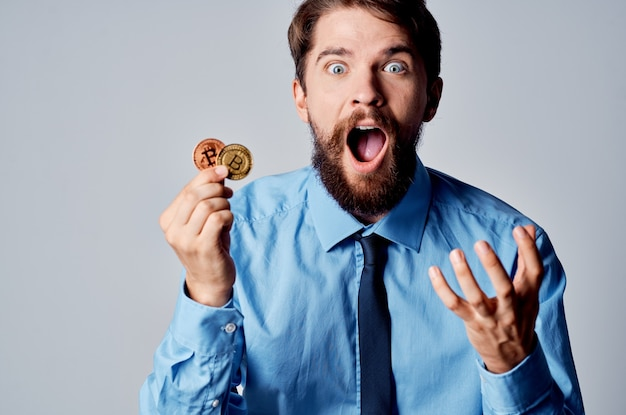 Hombre en camisa con corbata finanzas gerente economía inversión