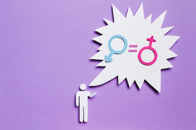 Hombre de cartón con igualdad de derechos en el bocadillo de diálogo