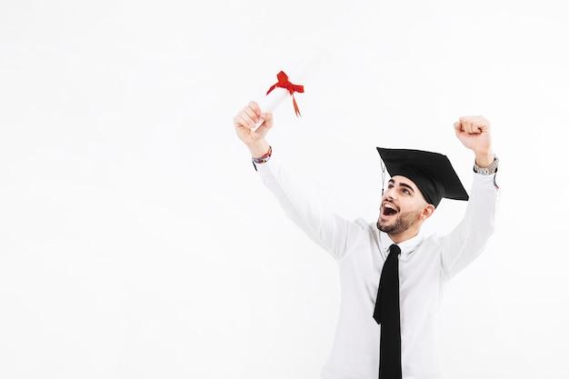 Hombre celebrando la graduación