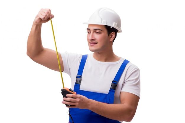 Hombre con cinta métrica aislado en blanco