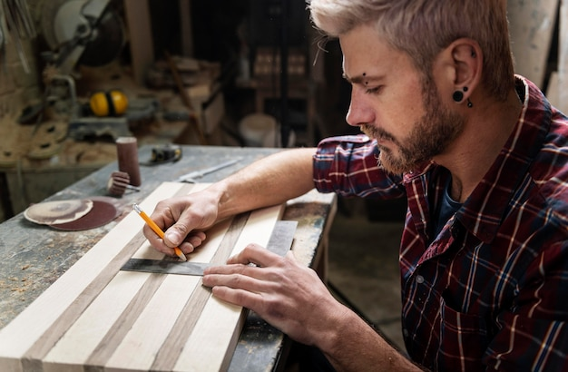 Hombre, dibujo, en, madera