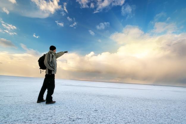 Hombre e invierno