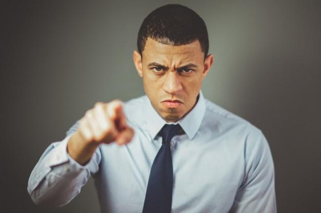 Hombre enojado jefe