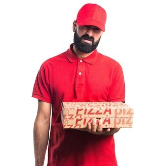 Hombre de entrega triste de la pizza Foto gratis