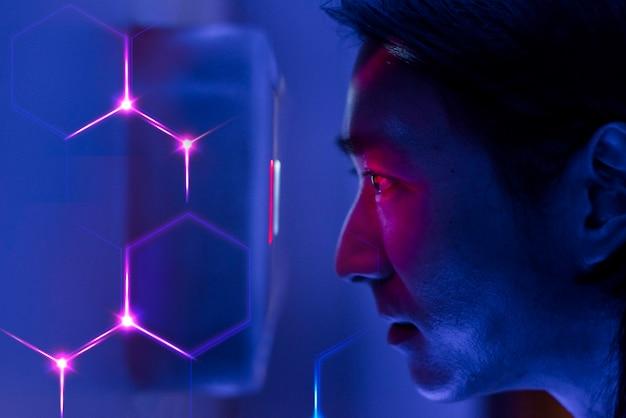 Hombre escaneando sus ojos tecnología de seguridad biométrica digital remix