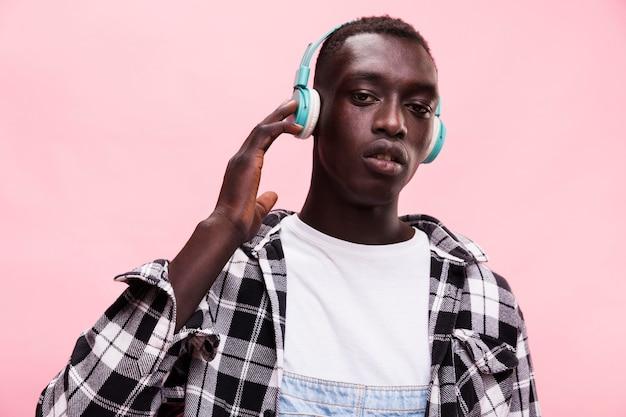 Hombre, escuchar musica