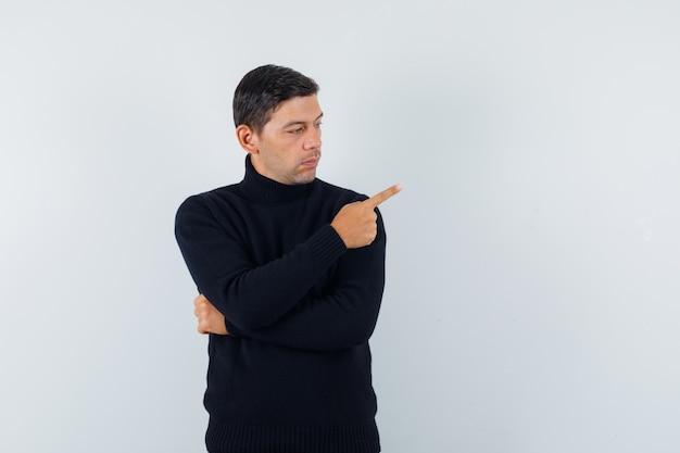 Un hombre expresivo está posando en el estudio.