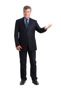 Hombre feliz posando