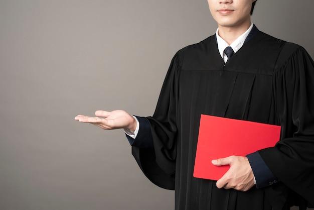 Hombre graduado educación exitosa