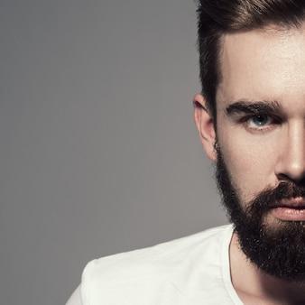 Hombre guapo con barba