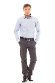 Hombre guapo en una camisa