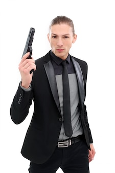 Hombre guapo con pistola
