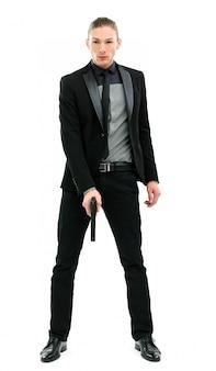 Hombre guapo en un traje con pistola
