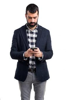 Hombre hablando con el móvil