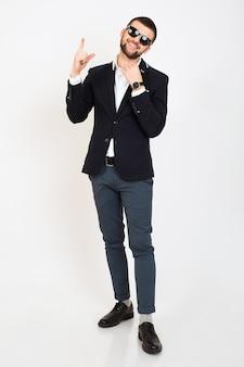 Hombre joven guapo con estilo hipster en chaqueta joven