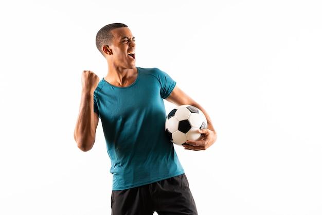 Hombre de jugador de fútbol afroamericano