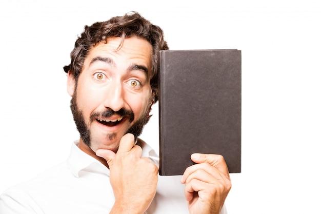 Hombre con un libro cerrado