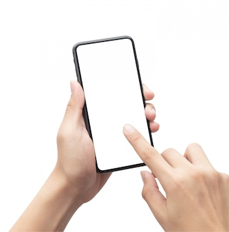 Hombre mano sosteniendo el teléfono inteligente negro y tocar en la pantalla en blanco aislado