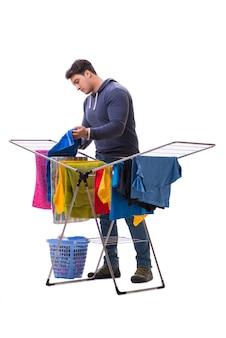 Hombre marido lavando ropa aislado