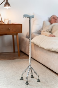 Hombre mayor, quedarse en cama, en casa