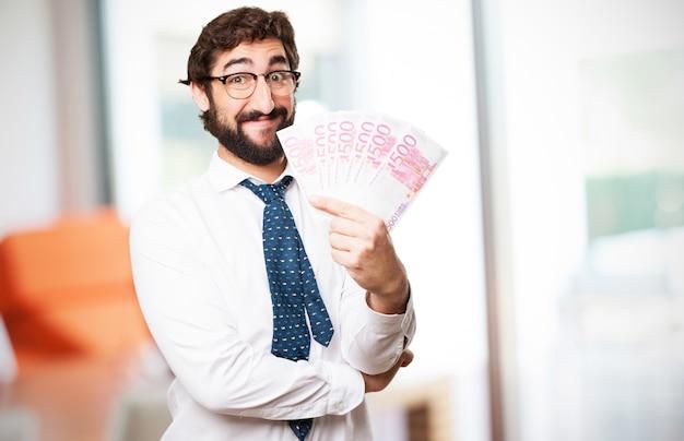 Hombre con un montón de billetes