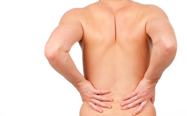 Hombre mostrando que tiene dolor en la espalda