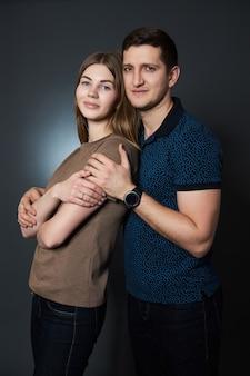 El hombre y la mujer se aman