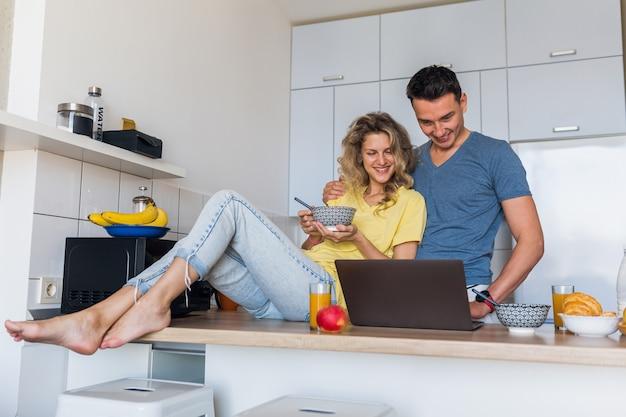 Hombre y mujer, en casa