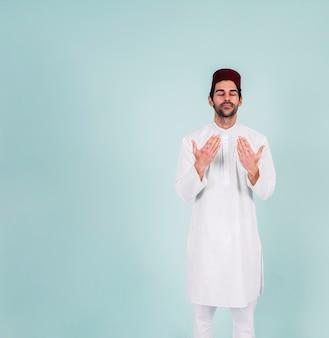 Hombre musulman rezando