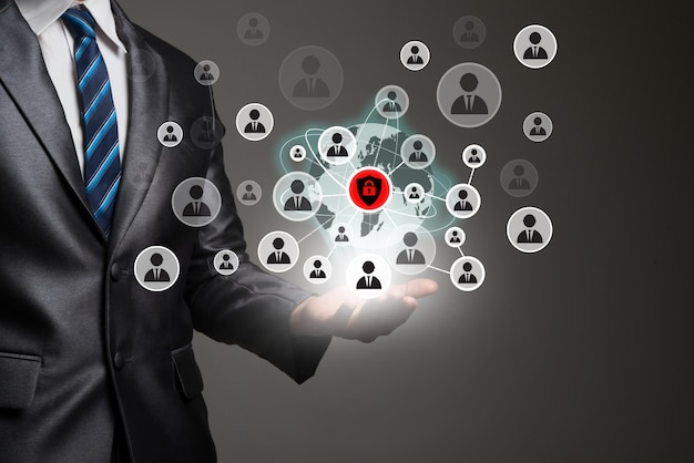 Hombre de negocios de la aplicación humana de negocios digital