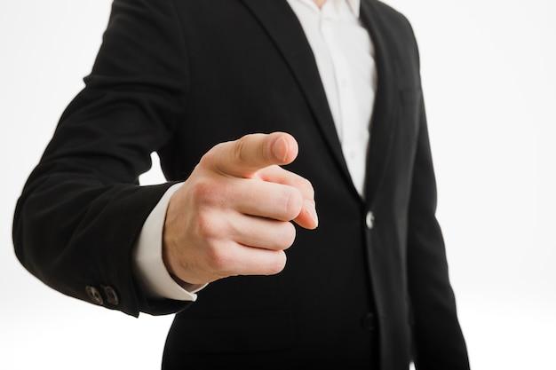 Hombre de negocios apuntando hacia tí