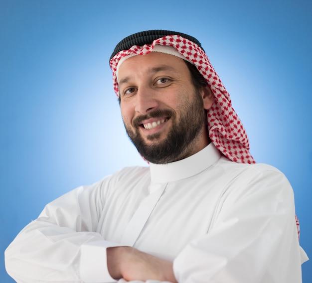 Hombre de negocios árabe posando