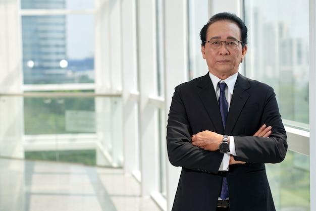Hombre de negocios confiado