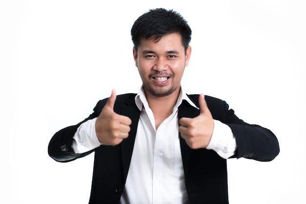 Hombre de negocios feliz en el fondo blanco