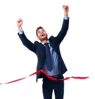 Hombre de negocios feliz con ganar