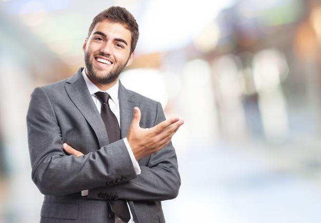 Hombre de negocios feliz haciendo gestos