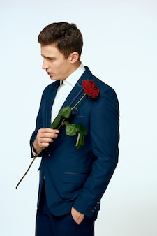 Hombre de negocios, en, un, flor, traje, romance