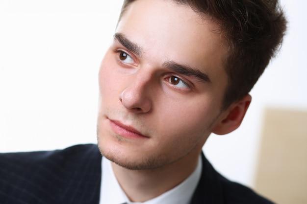 Hombre de negocios gran retrato facial hombre sola cara