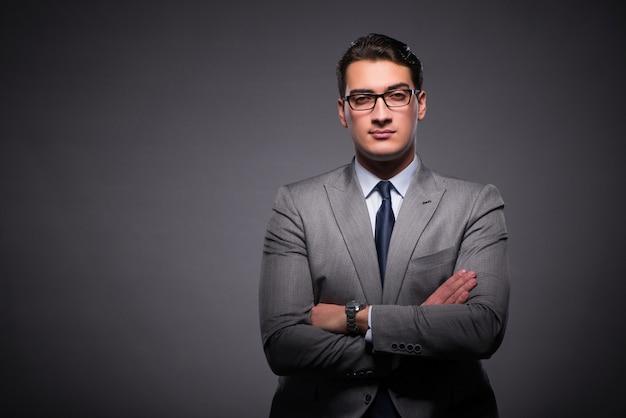 Hombre de negocios guapo