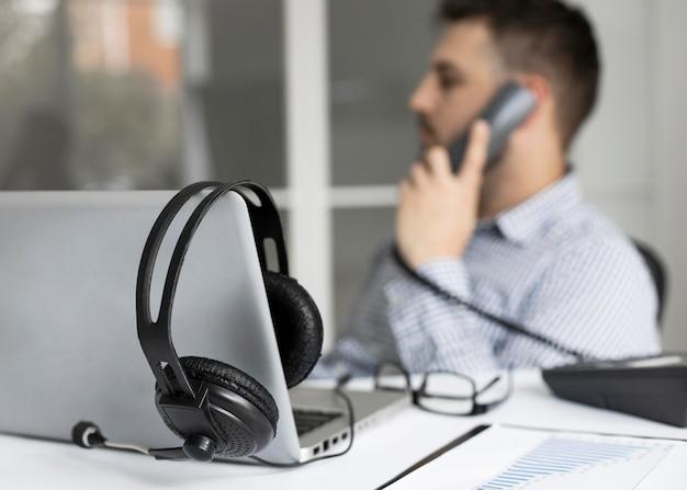 Hombre de negocios, hablar teléfono