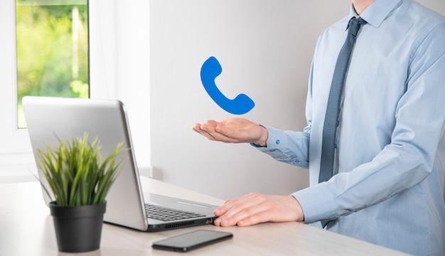 Hombre de negocios, hombre, asimiento, teléfono, icon., llamar, ahora, comunicación empresarial, centro de soporte, servicio al cliente, tecnología, concept.