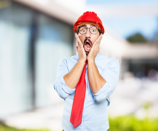 Hombre de negocios loca expresión de preocupación