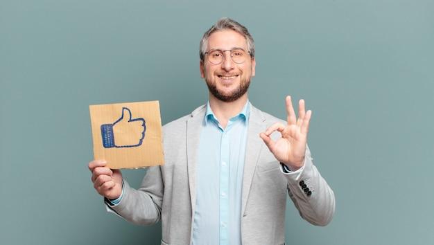 Hombre de negocios de mediana edad. concepto de redes sociales
